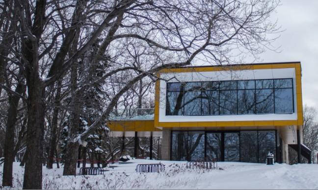 pavillon d'accueil du parcours gouin sous la neige
