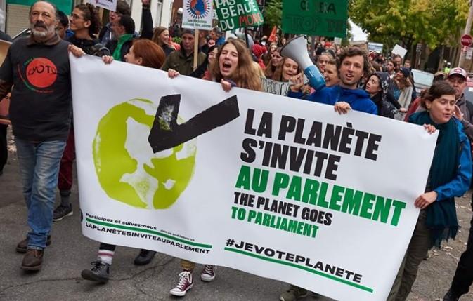 Photo d'une marche organisée par l'organisme La planète s'invite au parlement