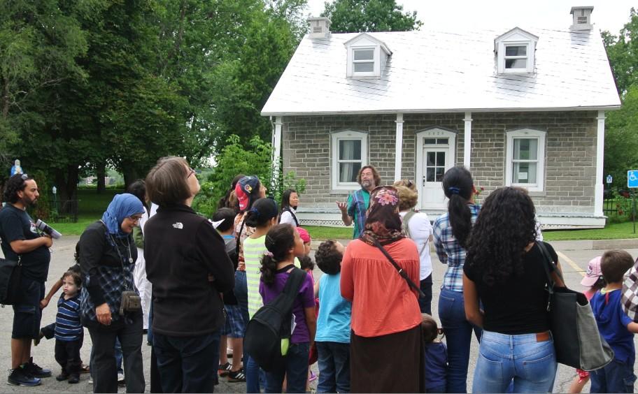 photo d'un groupe de résidents qui effectuent la visite guidée