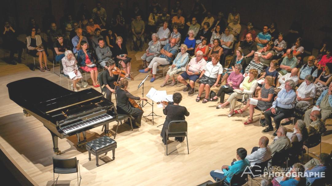 photo lors de la présentation d'un concert de CAF devant public